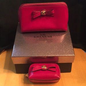 Coach cosmetic case purse zip Fuschia Turnlock bag